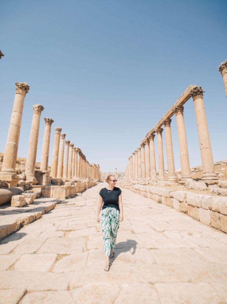 Alexandra Hayward (@findingalexx) walking through the ancient town of Jerash in Jordan